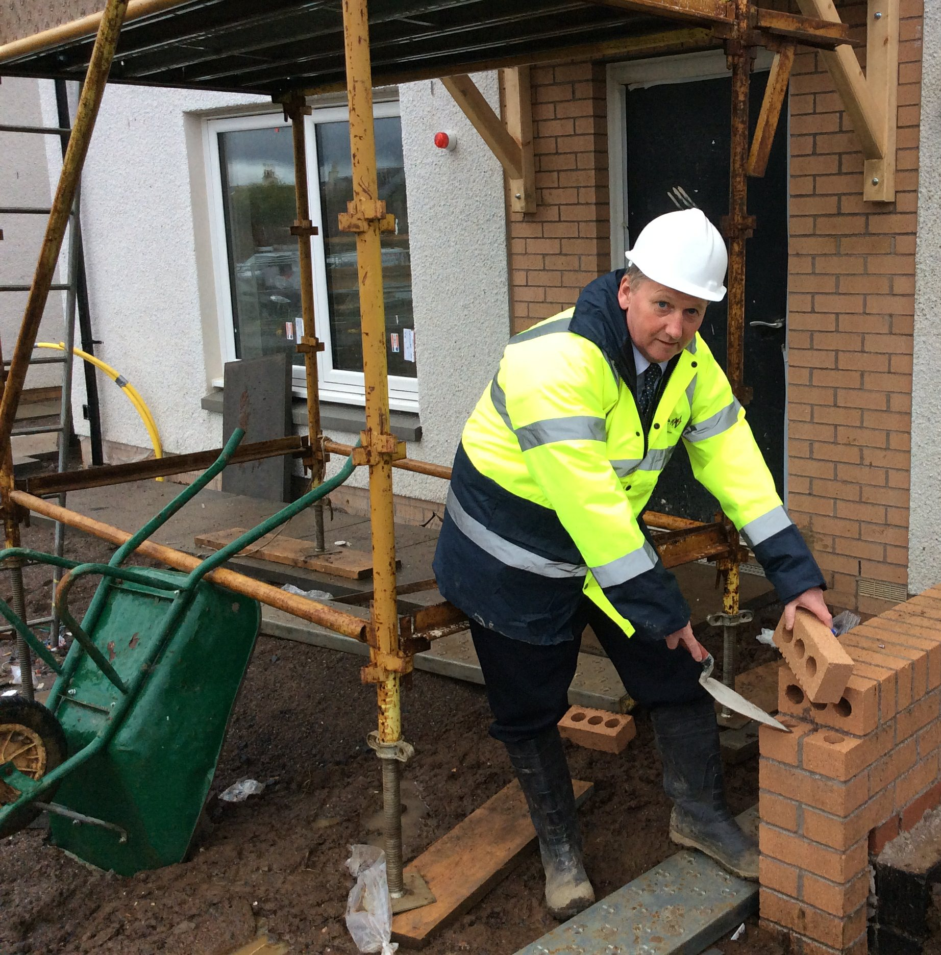 Alex Rowley MSP Building new homes for couples in Cowdenbeath January 2016